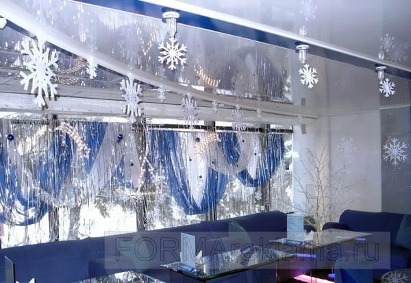 Наружная реклама в Самаре | Новогоднее оформление кафе объемными снежинками