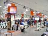 В качестве новогодних украшений в оформлении магазина используются снежинки различных размеров. | Наружная реклама в Самаре