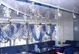 Новогоднее оформление кафе объемными снежинками | Наружная реклама в Самаре