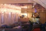 Новогоднее оформление кафе объемными снежинками и объемными сосульками | Наружная реклама в Самаре