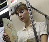 Наружная реклама - Пассажирам метро раздадут веера с рекламой